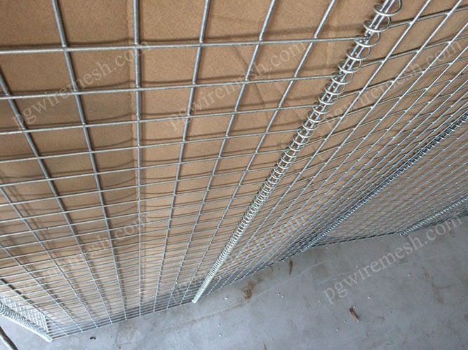 Heavily galvanized military defensive barrier lined with heavy duty geotextile China manufacturer