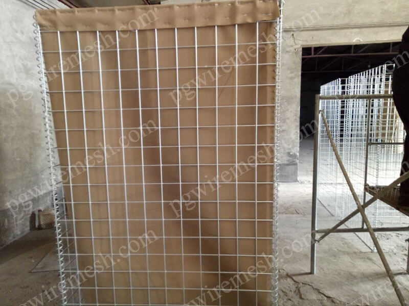 Geotextile Lined Hesco Barrier Bastion Made of Welded Mesh for Blast Mitigation and Flood Control